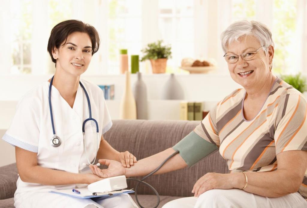 استخدام پرستار برای بیمار در منزل