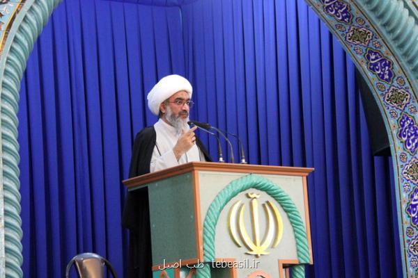 امام جمعه بوشهر: اینکه شهرها باز باشد و به مردم گفته شود سفر نوروزی نروند تناقض است